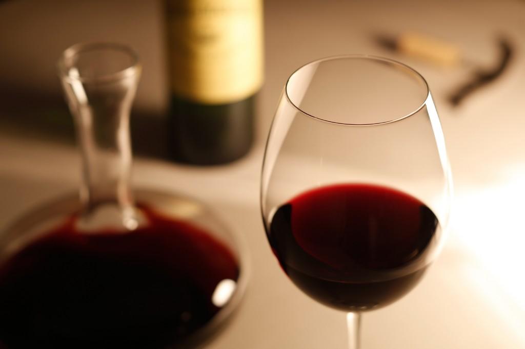 アルコールは女性ホルモンの大敵って本当?